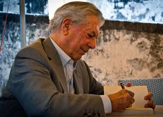 Марио Варгас Льоса с награда на името на Фуентес